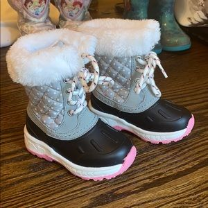 Carter's Snowboots